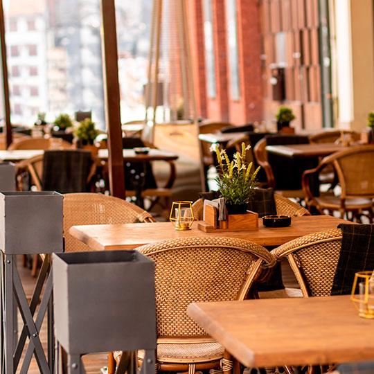 Terraza-restaurante-vacio-perdidas-economicas-Covid
